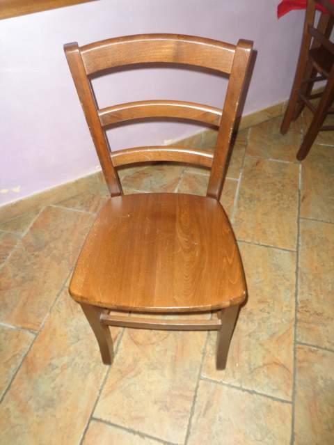 1 tavoli e 4 sedie in leg