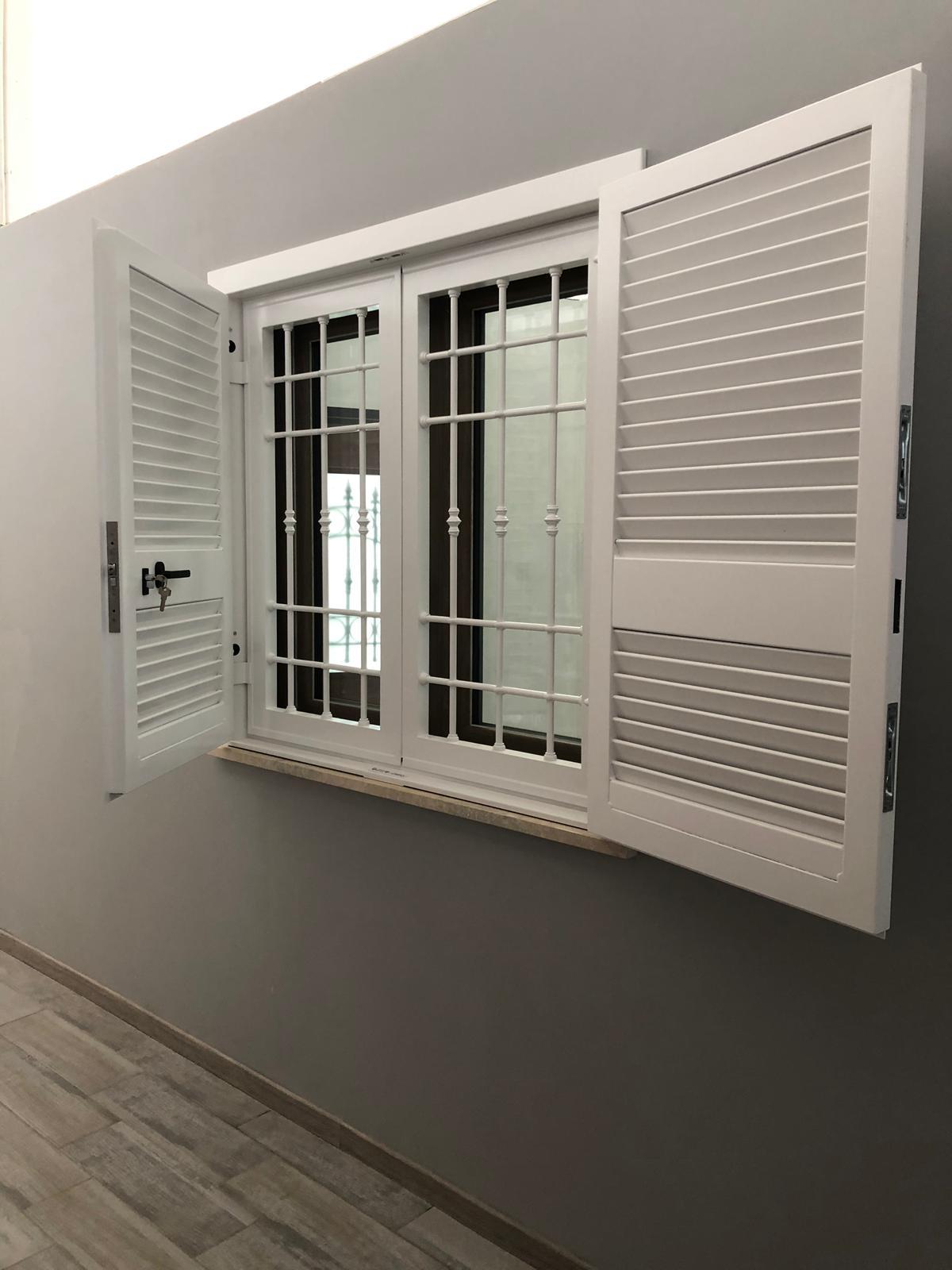 VENDO INFISSI PVC SALAMANDER